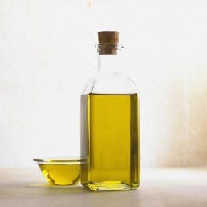 オイルを使用することにより、髪,肌水分は減少する