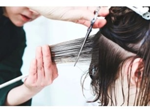 くせ毛だとしても髪型次第でエラは目立たなくなる